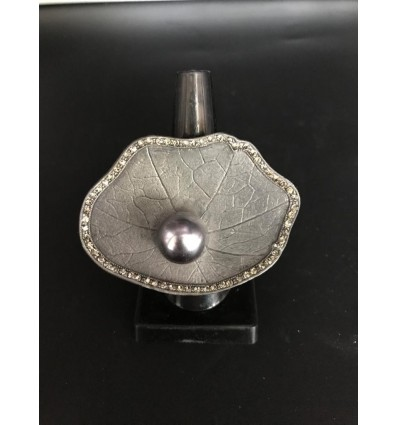 Shell pearl ring